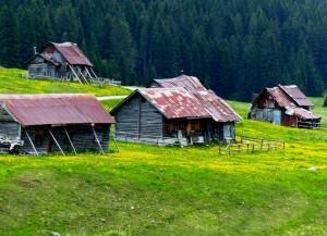 antiche abitazioni nella piana di Marcesina
