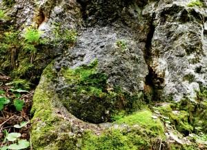 impronta su roccia dopo l'escavazione di una mola